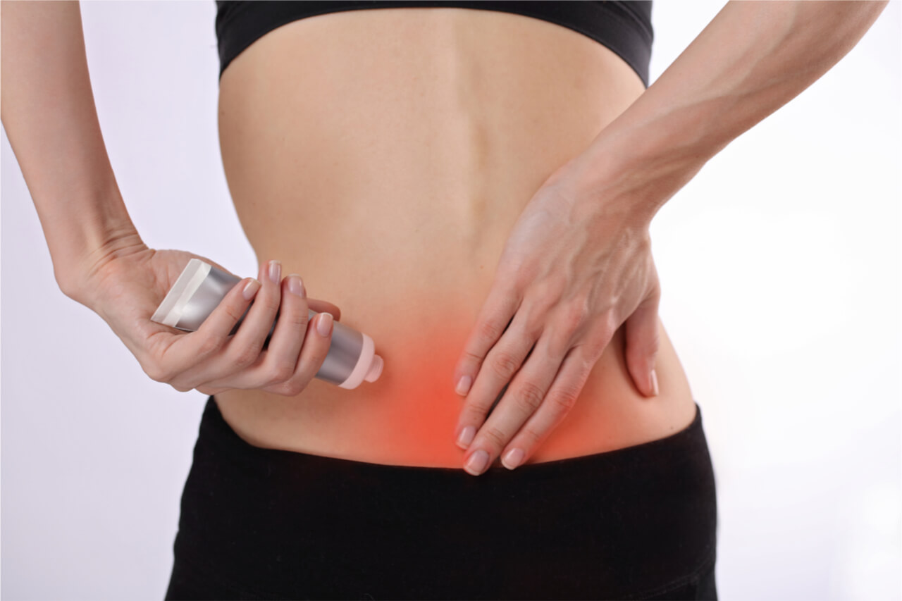 aplying a muscle pain relief cream